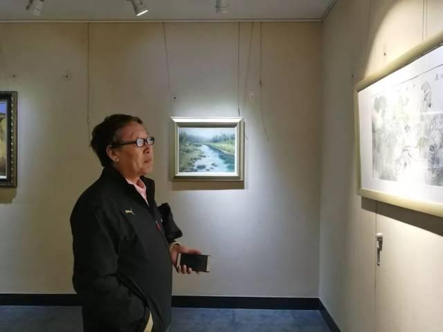 中央文史研究馆书画院研究员张东卯先生一行莅临中艺美术馆参观指导