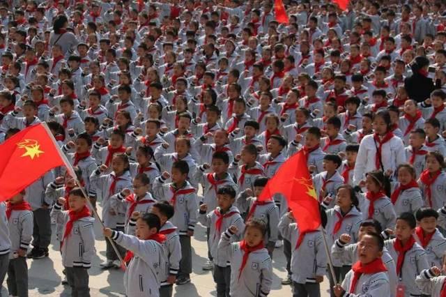 红领巾畅想中国梦——记南师附中宿迁分校2018级一年级新生入队仪式