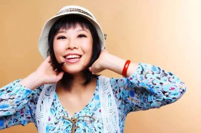 她就是佛山电台fm946皇牌节目 《讲东讲西讲东西》的主持人-- 卓卓!图片