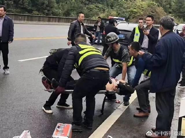 突发!!福建寿宁县境内两车相撞