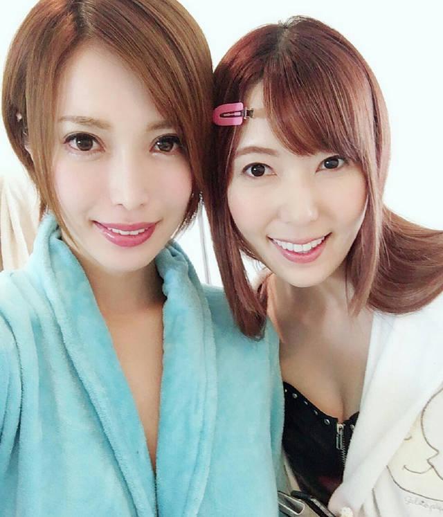 波多野结衣逼器_君岛美绪(左)和波多野结衣