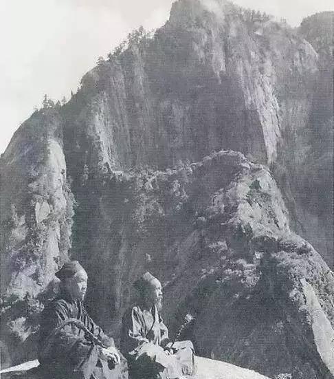 山间老骚逼_山间打坐的道士·1935年
