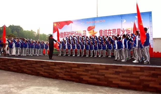 """我看家乡新变化""""等,以读,谈,唱,演讲,手抄报等多种形式,纪念中国少年"""