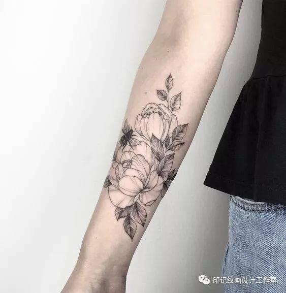撩人大法!性感素花纹身图片