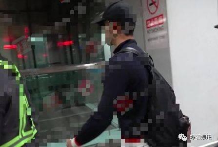娱乐日报李易峰李纯否认恋情;范冰冰现身工作室;胜利恋爱曝出实