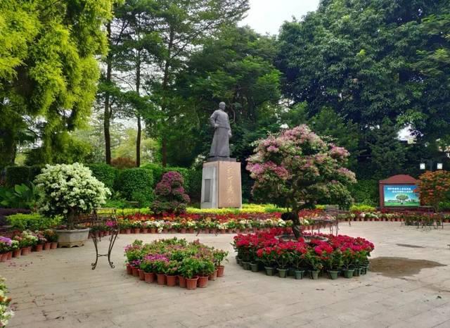 东中山公园_2008年,中山公园再次改造时,还新建中山广场,立孙中山塑像及东入口
