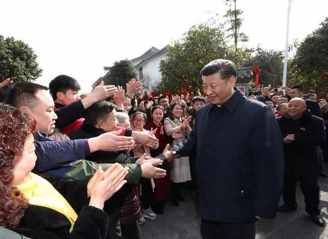 习近平总书记参观战旗村