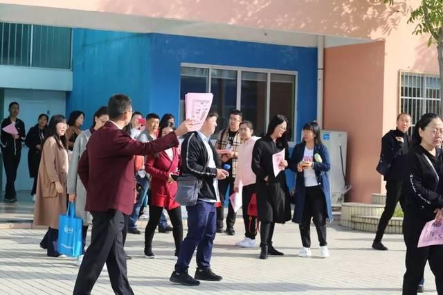 海门市东洲小学迎来了来自内蒙古,云南,河南,山东新教育考察团的170多