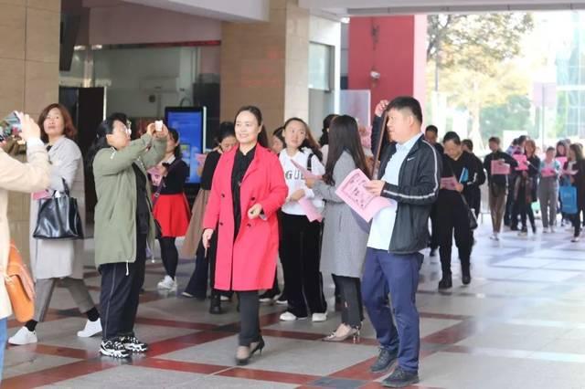 10月19日上午,正是丹桂飘香时,在这美好的季节,海门市东洲小学迎来了