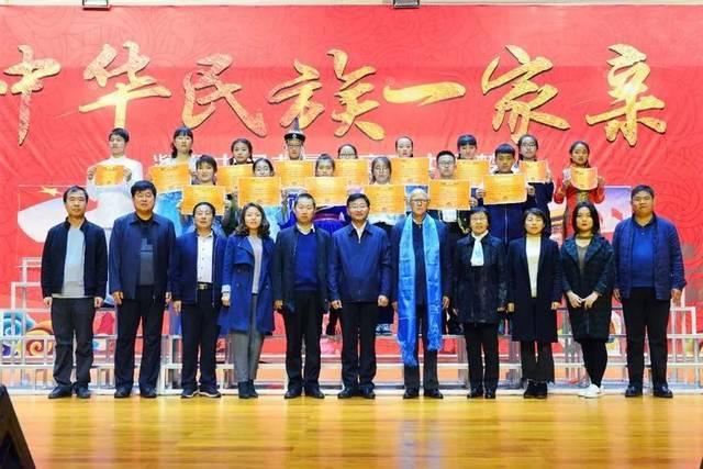 """""""青春向前冲 我的中国梦""""初二年级大合唱比赛"""