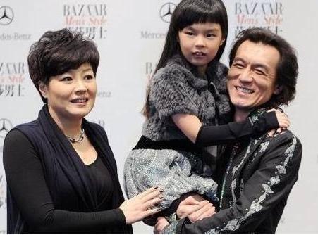 著名主持人李咏去世留给我们无数回忆朋友们都来送一下