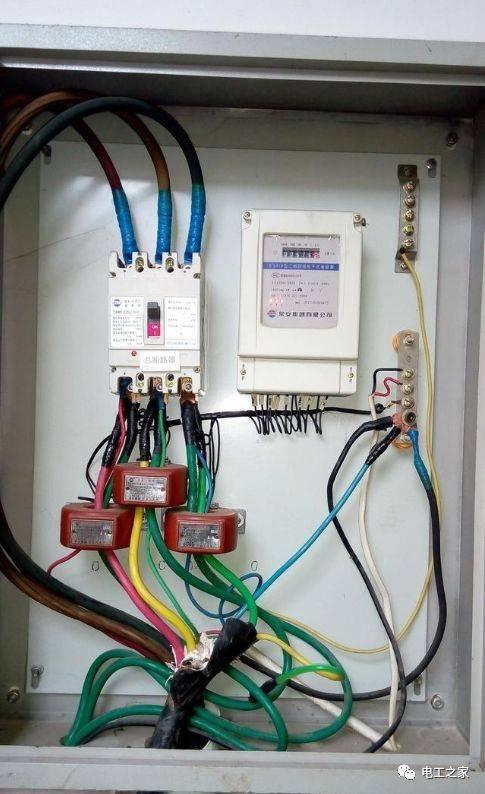 (图四:三相电能表 电流互感器)