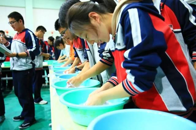 洗衣叠被、穿针引线……中华的这群00后,能干着