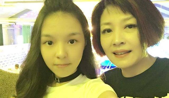 哈文首发文回应李咏去世首提女儿简单的一句话让人泪崩_凤凰彩票
