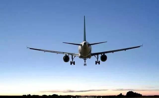 有着辅助动力的一个装置,还可以提供部分的推力的装置,可以说是飞机上图片