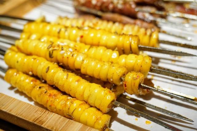 卷成一卷的豆皮,串起,微微一烤就熟,豆皮上的说明与舌尖的v舌尖,酥面板800a操作兄弟凸起图片