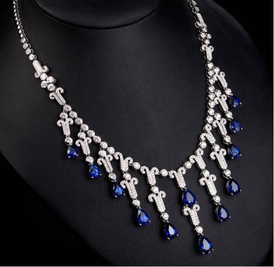a项链的蓝宝石项链,耀眼,奢华的海蓝色之谜排屑螺杆图片