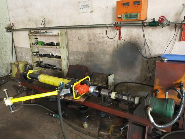 看墨隆钻机厂家教您如何玩转气动锚杆钻机图片