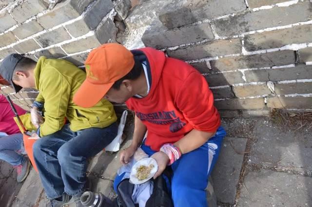 爱心付出 清洁箭扣长城 北京结之旅 中国梦登山队第二