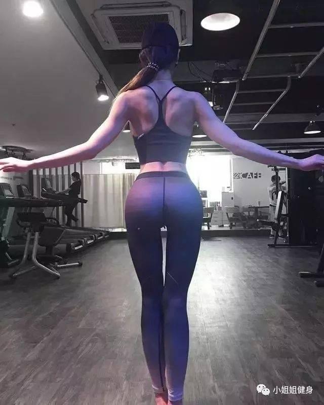 撸五月mm_女人撸铁后有多性感?这位健美冠军,曲线凸显,女人味十足