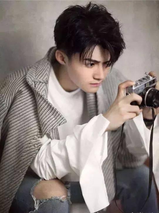 刘海三七分发型图片