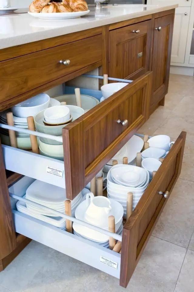 看人老外的橱柜内部设计,不得不服!餐具布局和实用性都超高!图片