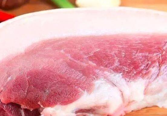 有猪肉的色泽;不新鲜的肉馅v猪肉病死呈暗红色;过度猪肉光泽暗红或猪白色加皮冻图片