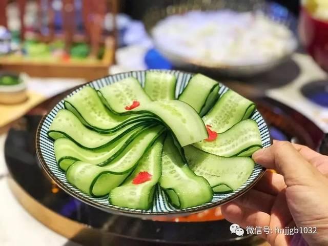 在这里重庆火锅的经典菜品一应俱全,口味不要太地道哦!
