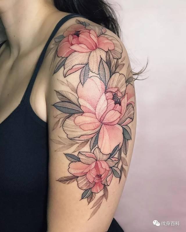 如果把素花纹身做成粉色的,可就漂亮多了图片
