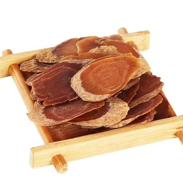 是人参的熟制品,相比于白参,红参的药性更温热,火大且功效更强,是阳虚