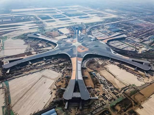 """寓意""""凤凰展翅""""的北京新机场,远期规划(2050年),旅客年吞吐量达到1.图片"""