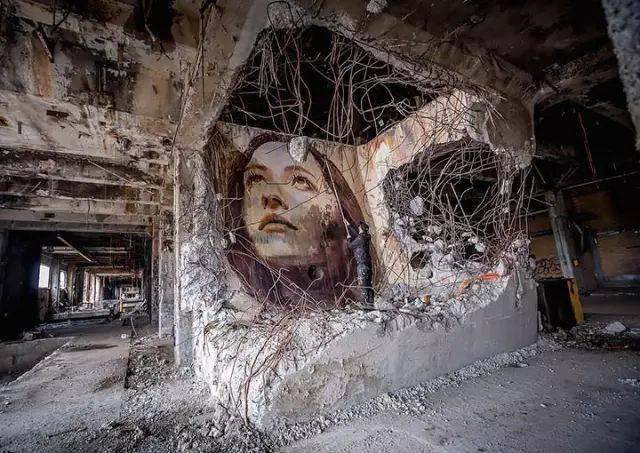 农村人体艺术家_艺术家竟把一个个美女人体留在废墟里