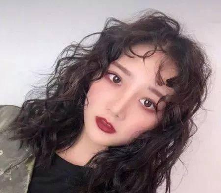 2019长发流行发型 2019中长发最新发型女图片