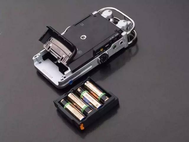 sony 索尼 pcm-d100 数码录音棒 使用4节5号电池