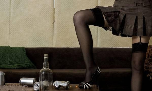 中文字幕老女人热爱_男子喝醉只爱老女人 曾性侵母亲和岳母并令当地妇女寝食难安