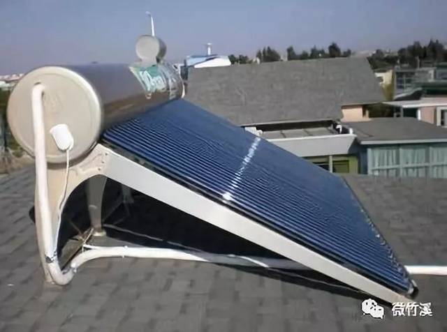 太阳能热水器水管应安装竖置防冻排水装置, 以便排空防冻.图片