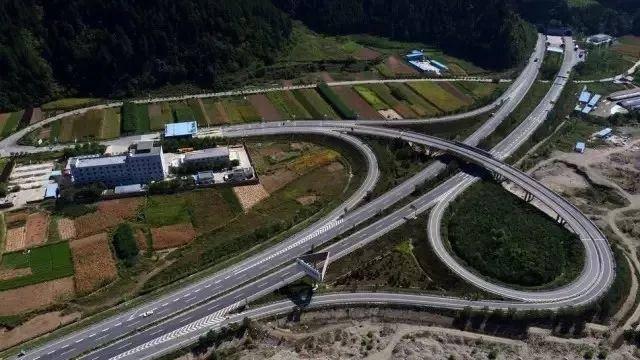 (2)天水过境段高速公路建成通车,标志着我省交通建设的东部会战取得图片
