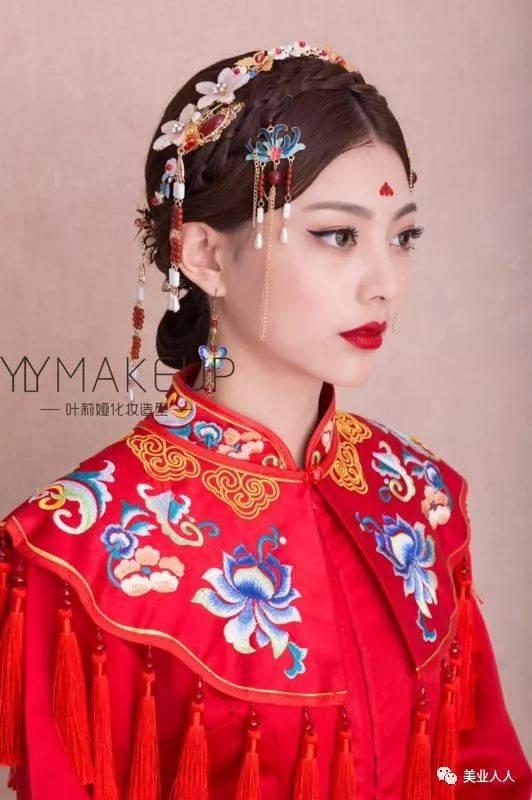 中式新娘發型這樣做,婚禮必備的秀禾造型!圖片