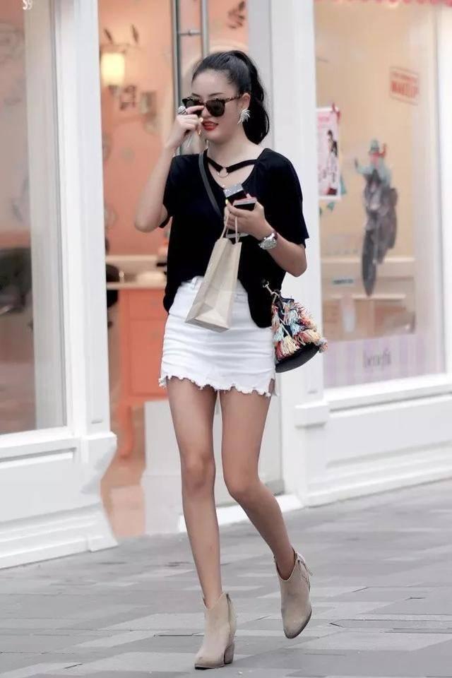 美妇套动_性感美妇穿小白裙,露大长美腿,风韵动人