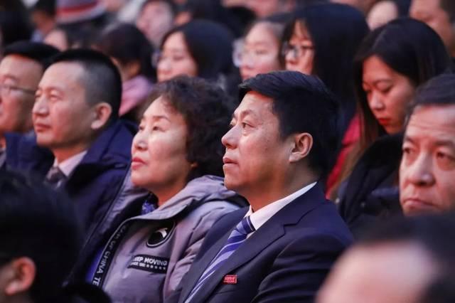 《校歌》《共筑中国梦》