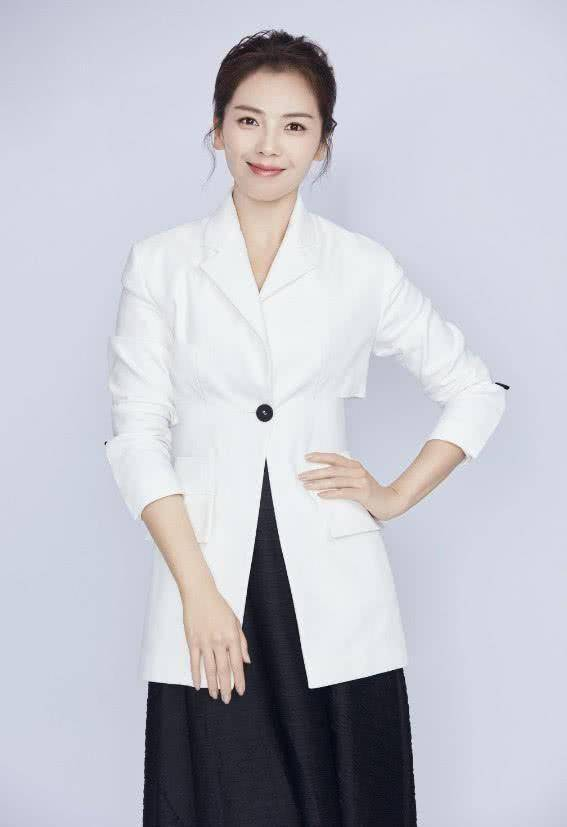 40岁刘涛换了个发型,年轻了20岁,网友:越来越美