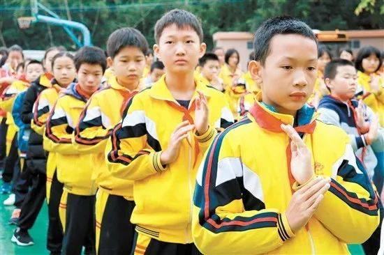 """【特色教育镇街行】""""梁赞故里、咏春圣地""""学生哥个个能做咏春拳操!"""