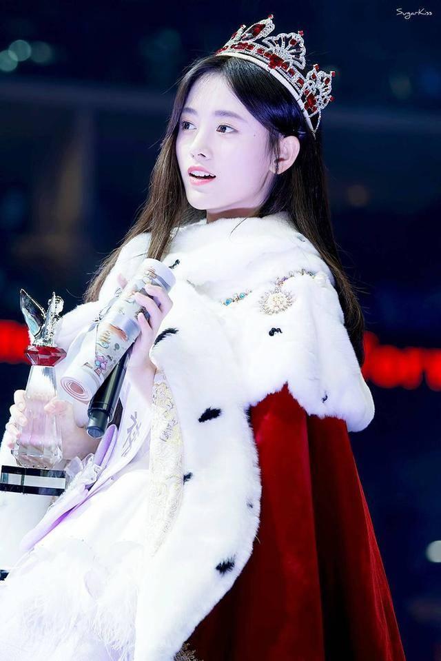 鞠婧祎,黄婷婷,迪丽热巴,欧阳娜娜,谁戴的皇冠更有女王范儿?图片
