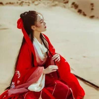 微信头像:带来好运的红衣女生真人古风