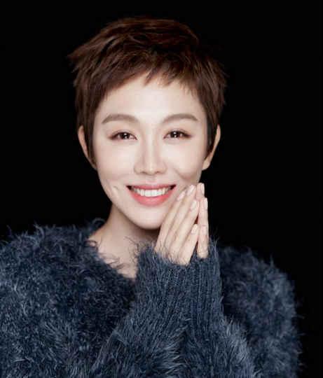 撸干妈射一脸_二胖姜妍和宋丹丹,在老板和员工关系的背后还是一对亲密干妈和干女.