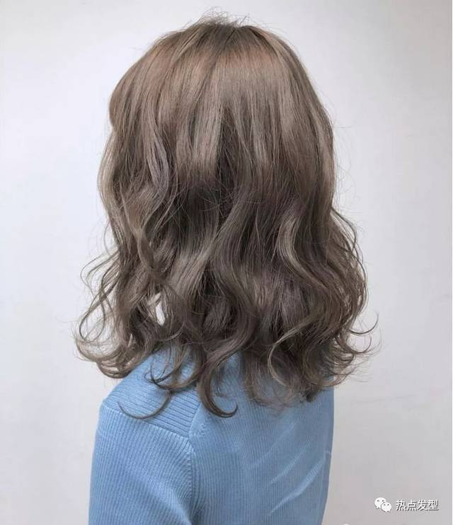 2019年还有半个月就要到了,那么2019年最流行的烫发是什么烫发呢?图片
