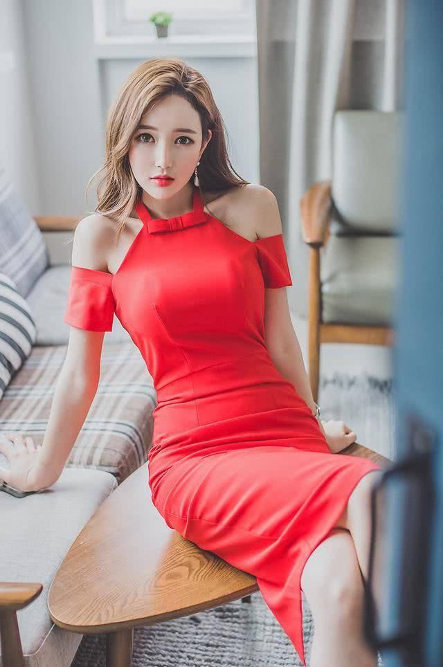李妍静,韩国知名平面模特,与国内多家知名服装品牌签订商业活动展示会