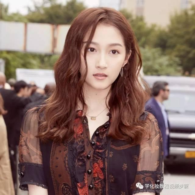 发型图片女:2019流行什么发型?这几款女生发型最显脸小!图片