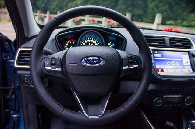 10万级家轿超高性价比选择 试驾长安福特新福睿斯