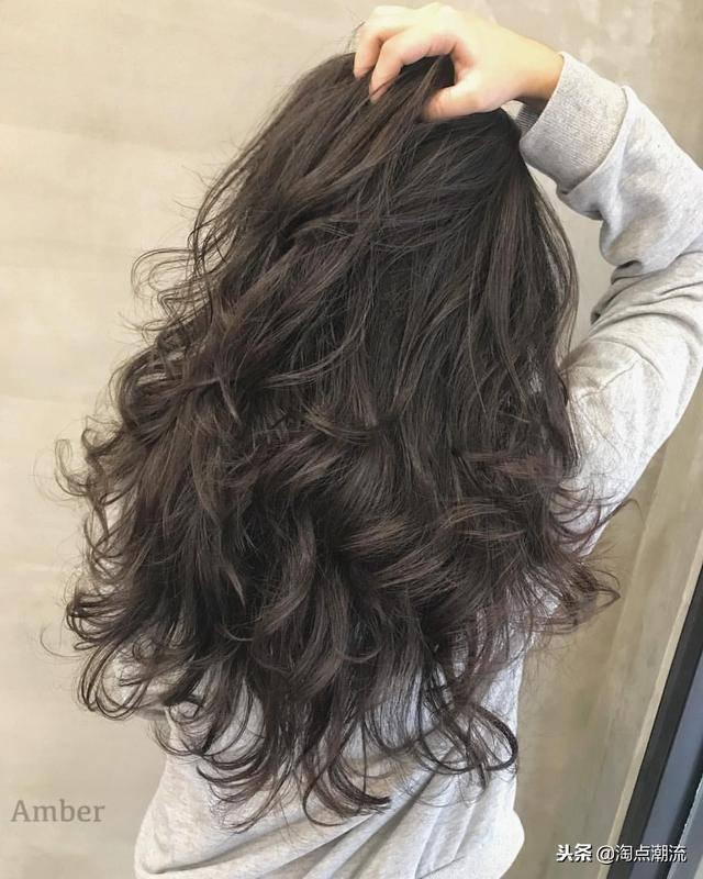 今年很流行的全头卷发型,长发短发烫了都好看图片